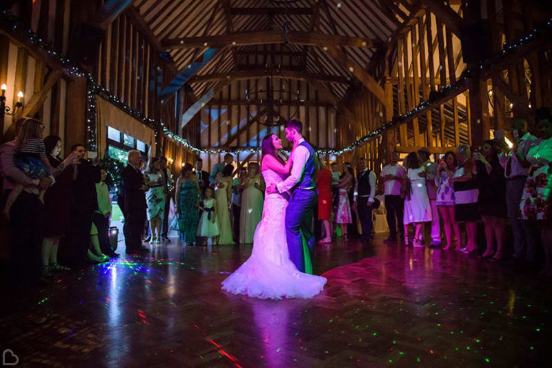 newlyweds dance at crondon park golf glub