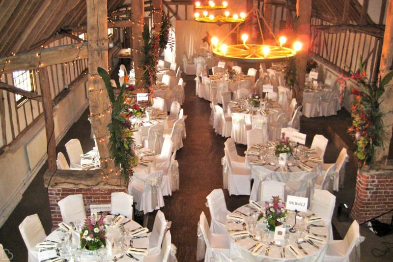 pledgdon barn beautifully decorated for a christmas wedding