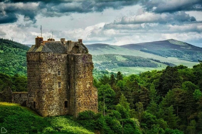 neidpath castle in scotland