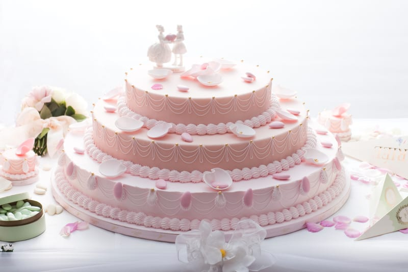 bridebook.co.uk pink laduree macaron cake