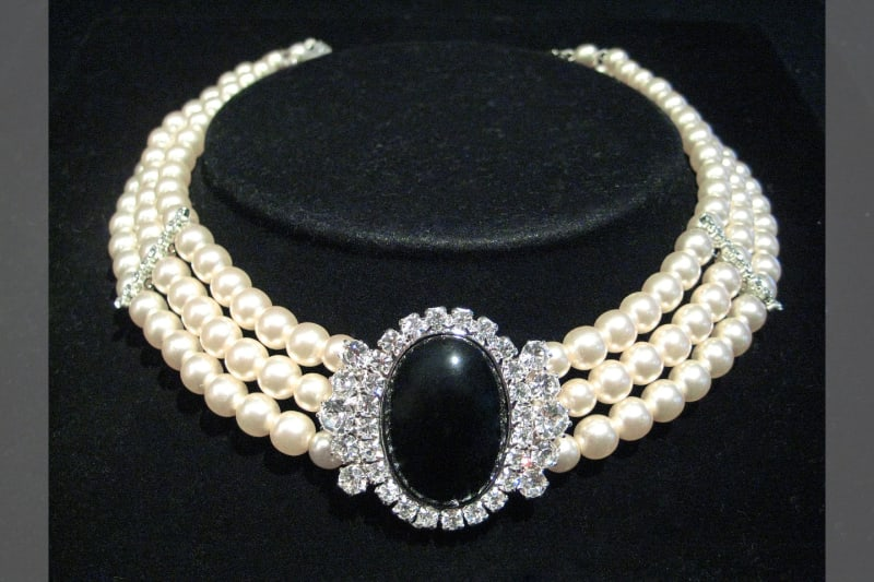 Pearl necklace 30th Wedding Anniversary gift