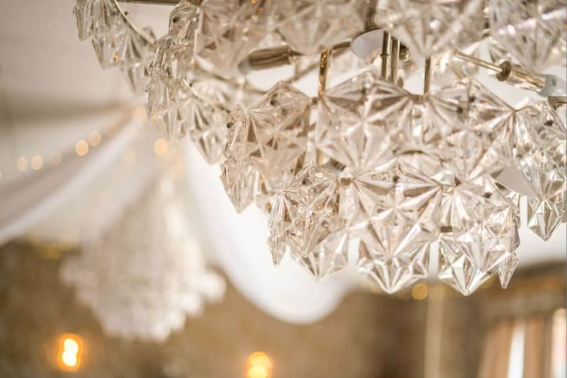 Close up picture of a chandelier.