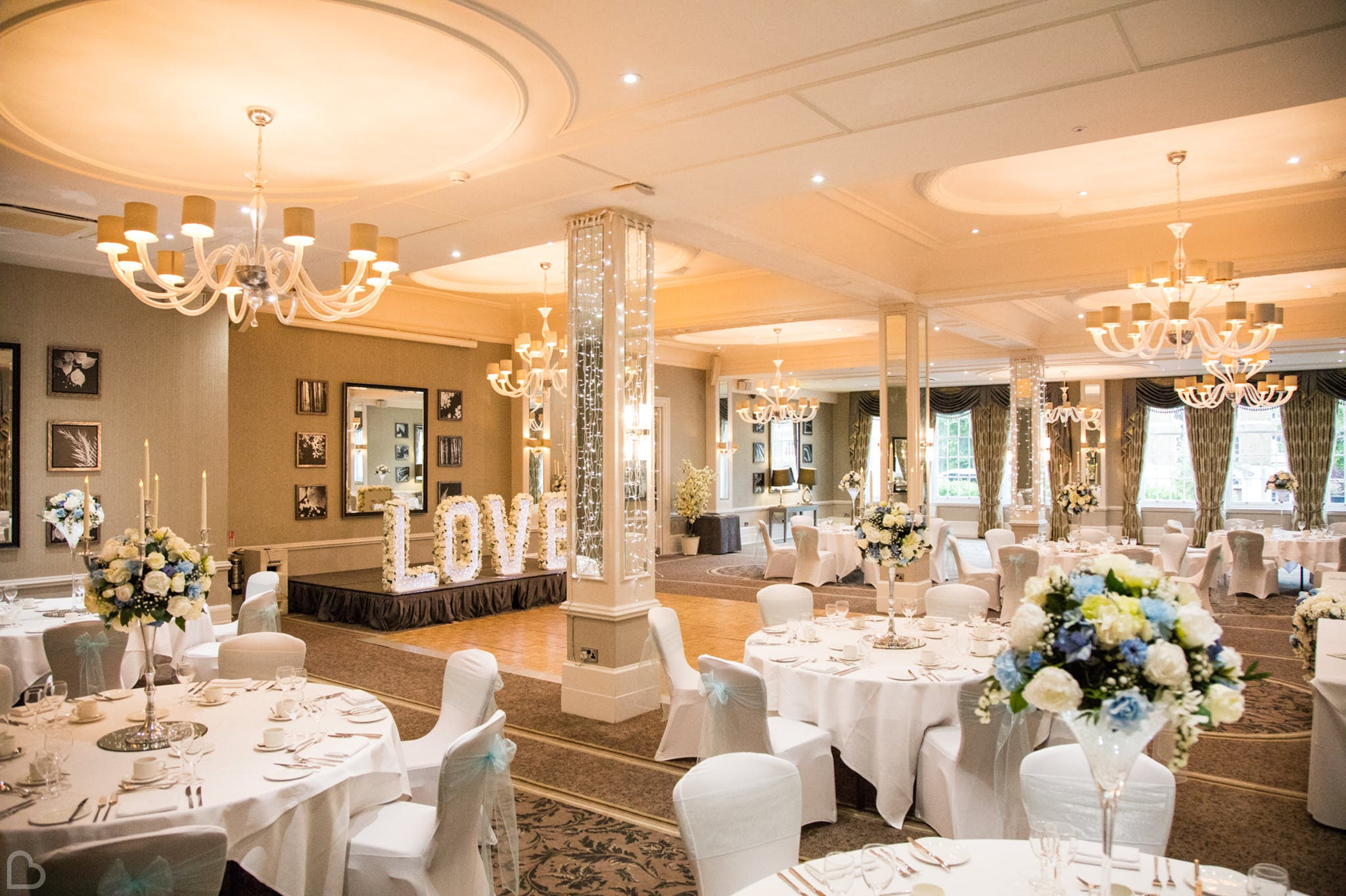 richmond hill hotel perfectly set tables for a wedding reception