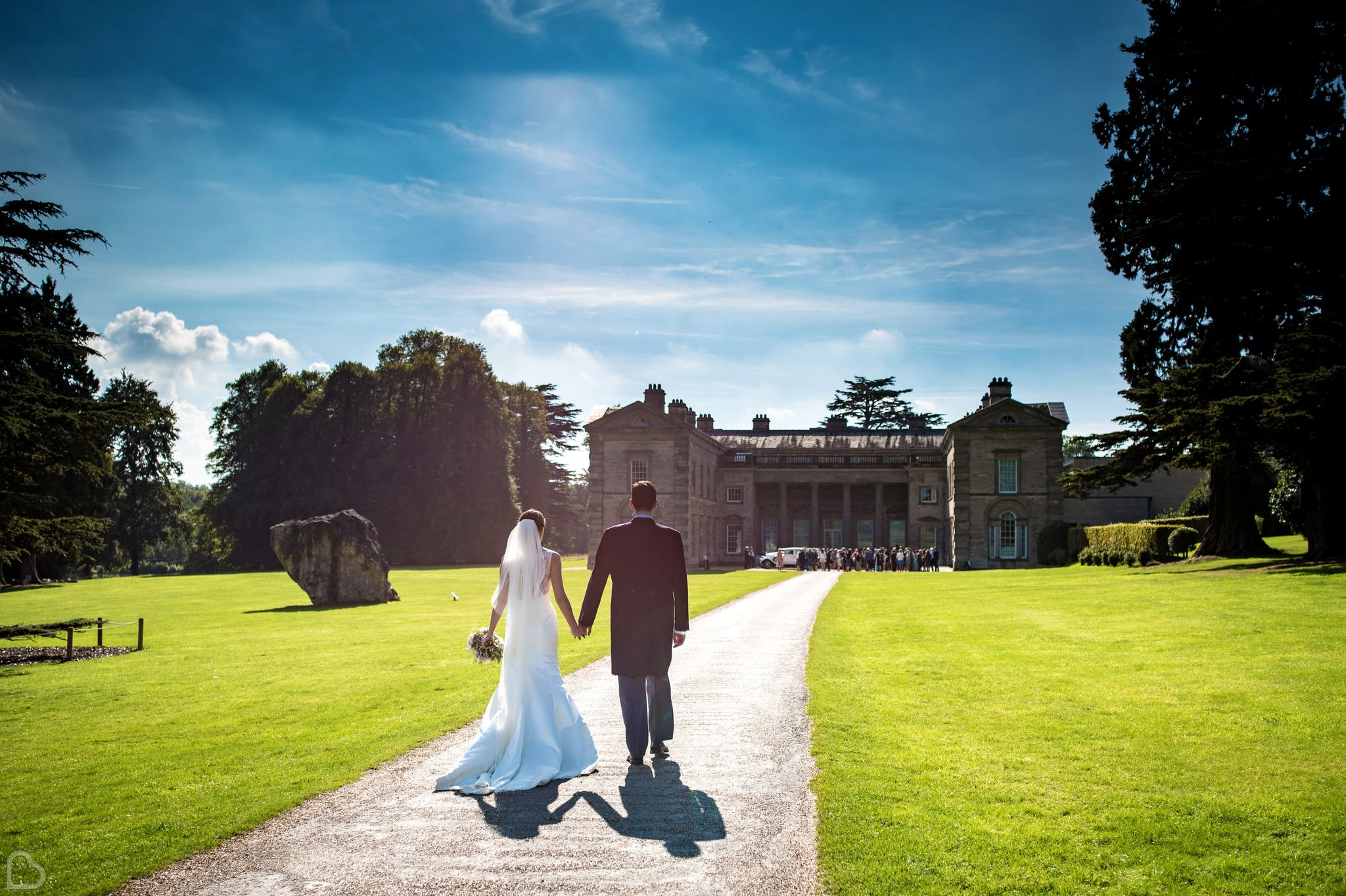Compton Verney House newlyweds greeted by guests.