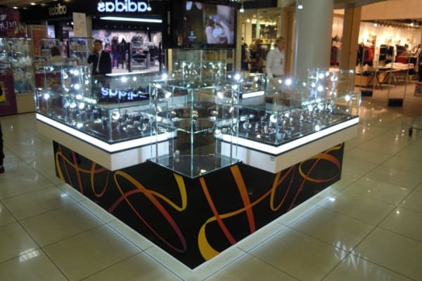 Мебель для Торговых Центров ТЦ основная задача привлечения внимания и выделить из обшей массы торгового зала.