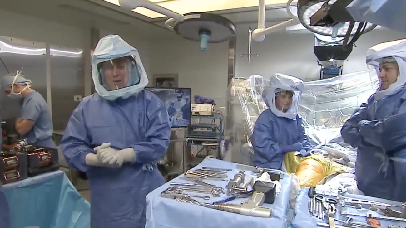 Live surgery from HSS featuring JOURNEY II BCS