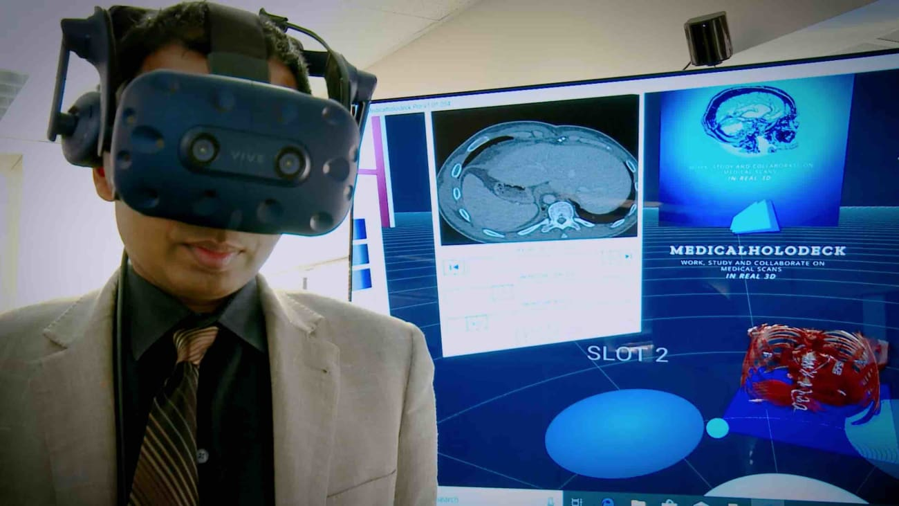 Virtual reality in medicine: Beyond bulky goggles