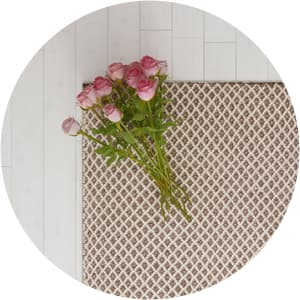Seema modern rug with flowers