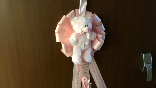 "Hospital room ""door bear"" to commemorate birth of Kennedy Beck"