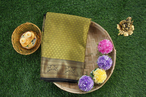 THANCHOI THREAD WORK SAREE