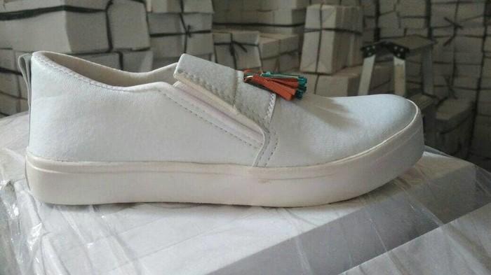 jual Sepatu Wanita Slip On Rumbay SDS222 Putih