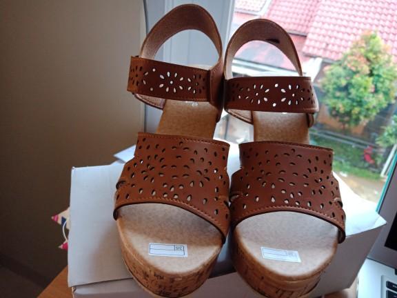 jual Sandal Wedges Wanita Laser SDW268 Coklat