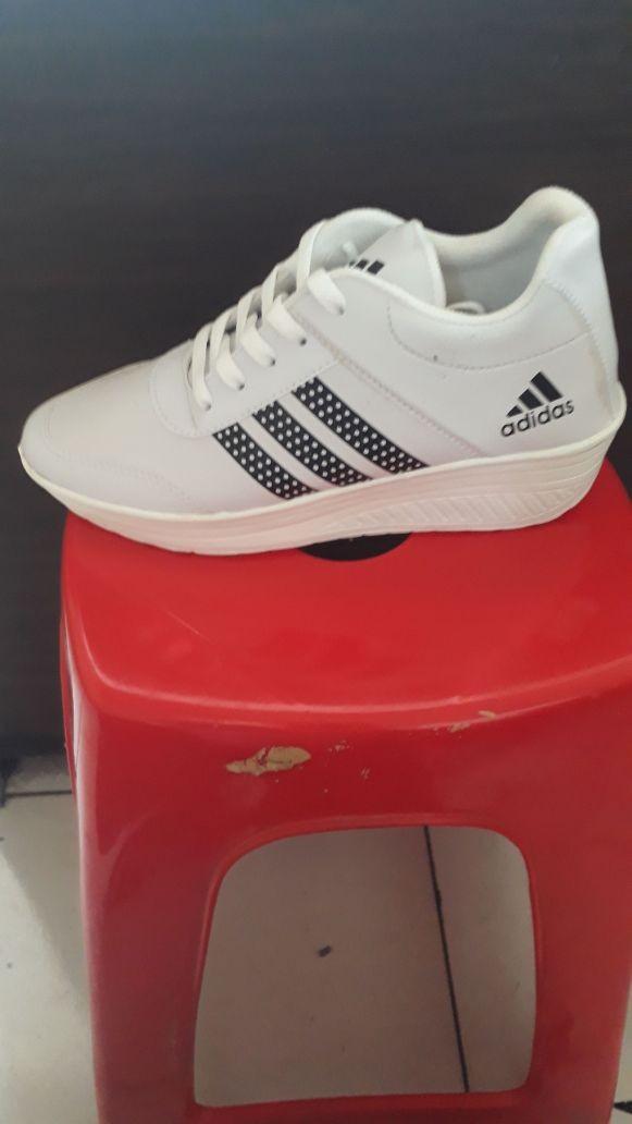 jual Sepatu Wanita Kets Casual SDS237 Putih List Hitam