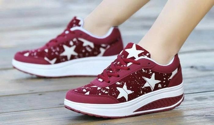 jual Sepatu Wanita Kets Casual Bintang Maroon SDS229