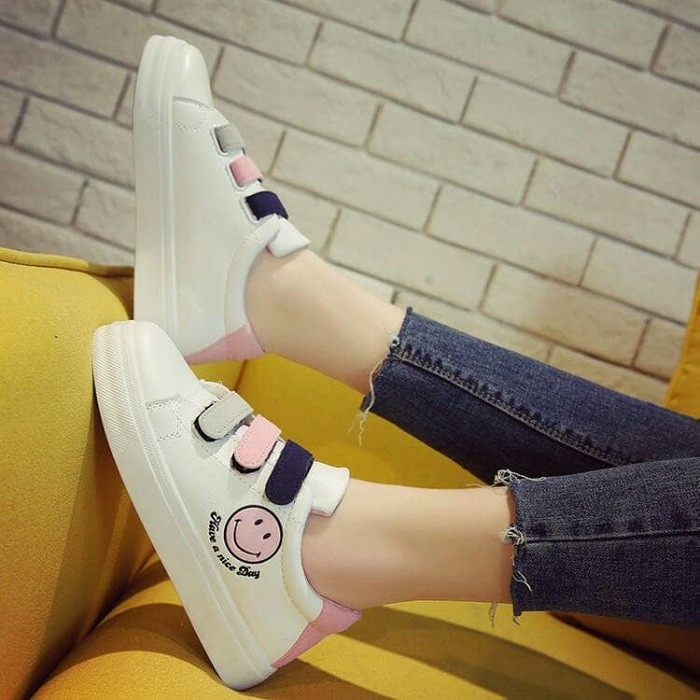 jual Sepatu Wanita Kets Casual Smile SDS207