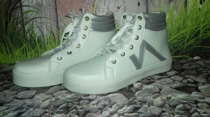 jual Sepatu Boots Wanita Namira SBO329