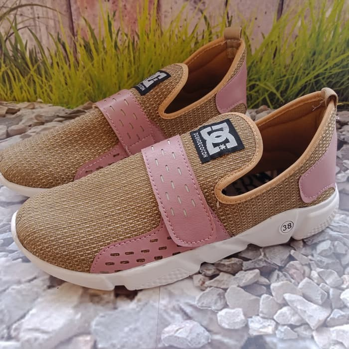 jual Sepatu Wanita Slip On SDS231 Salem
