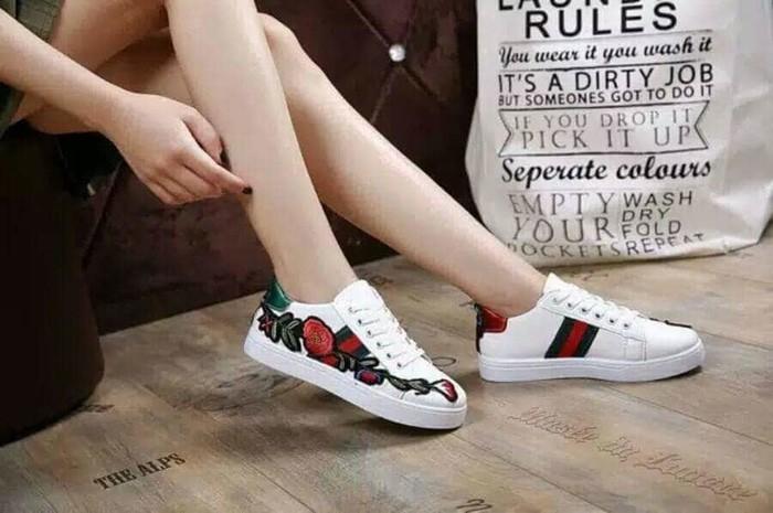 jual Sepatu Wanita Kets Casual Motif Bunga SDS196