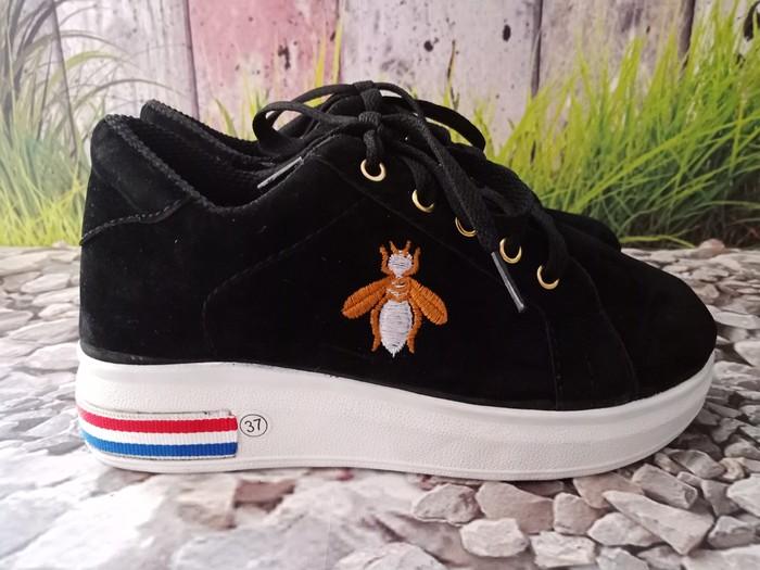 jual Sepatu Wanita Sneaker Lebah SDS246 Hitam