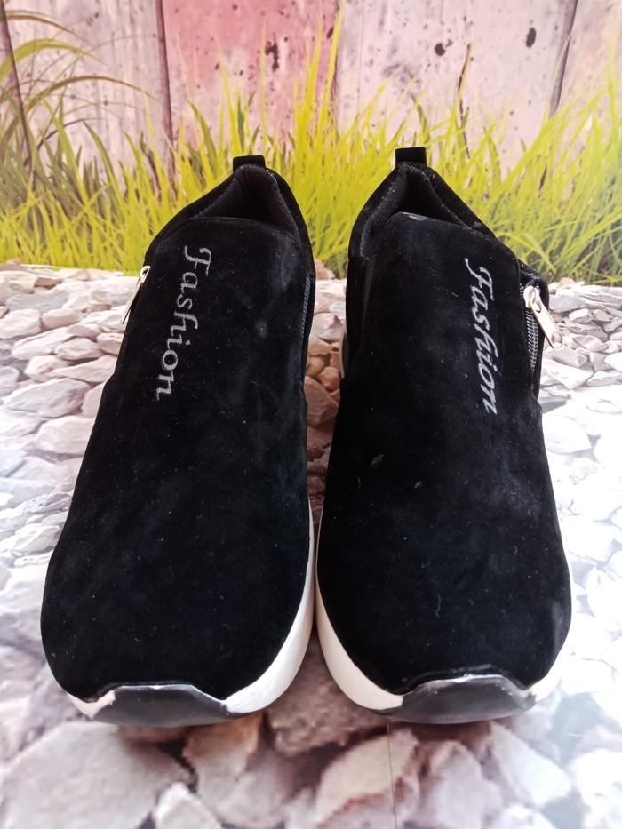 jual Sepatu Wanita Slip On Casual Fashion SDS242 Hitam