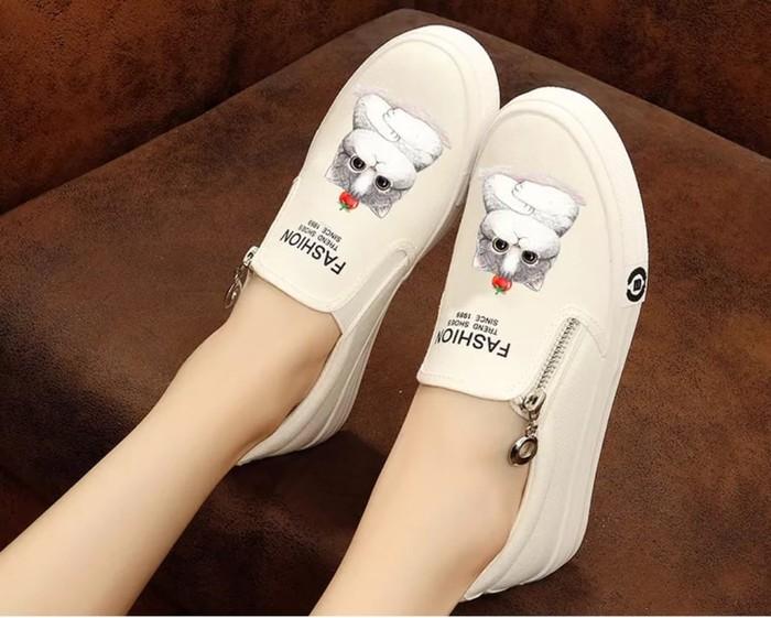 jual Sepatu Wanita Casual Slip On Kucing SDS251 Putih