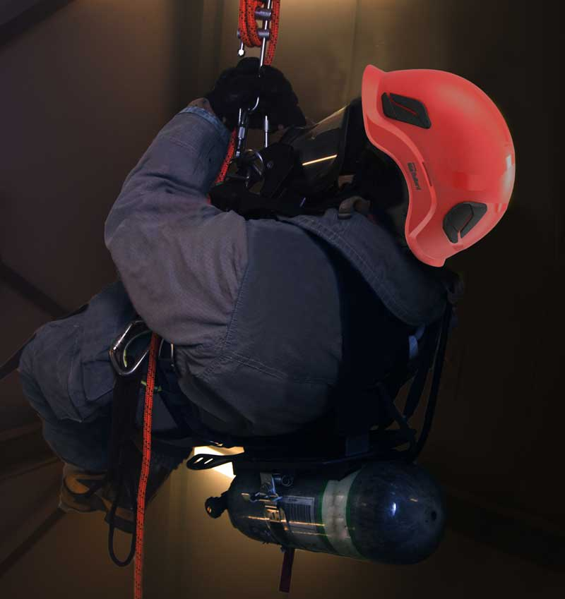 CEN10™ industrial worker in confined space