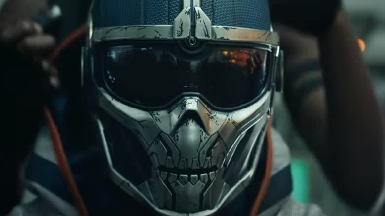 Máscara do Treinador, se resume a um visor nos olhos e um capacete em formato de crânio