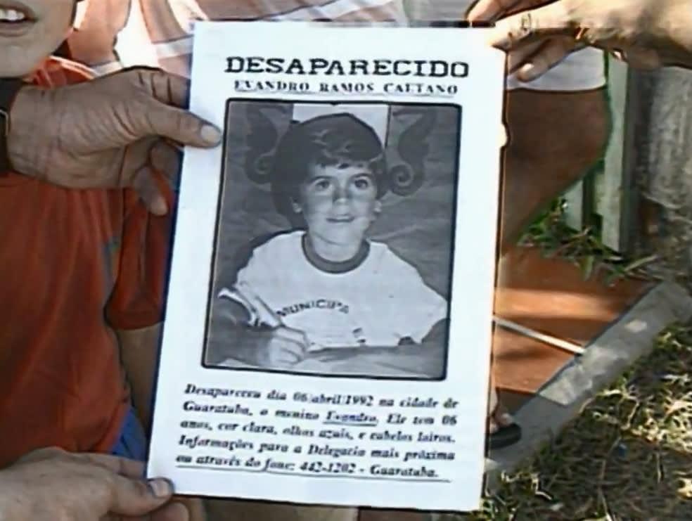 Foto de um cartaz de desaparecimento de Evandro, feito na época do crime