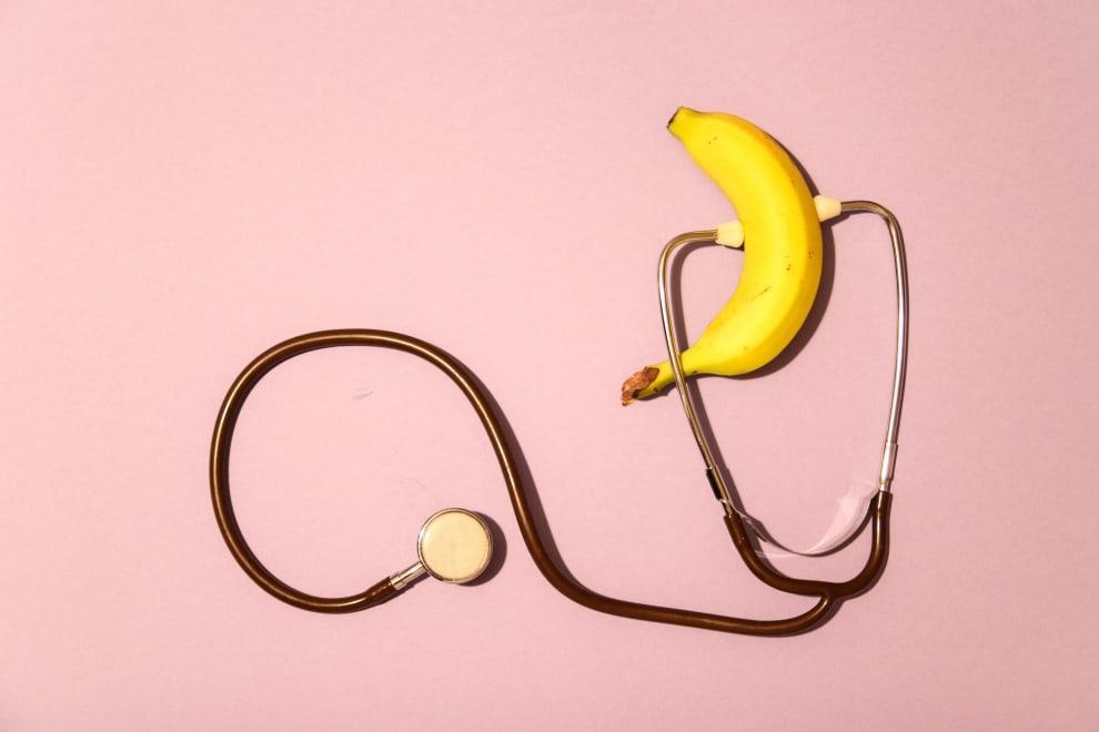Banana com um estetoscópio.