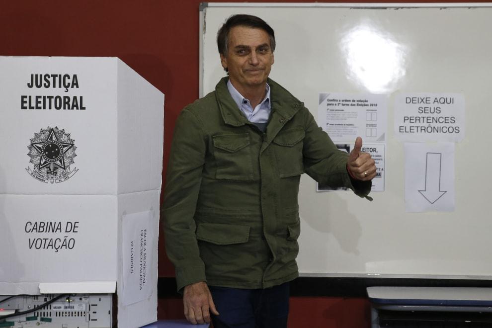 Bolsonaro após votar em uma urna eletrônica