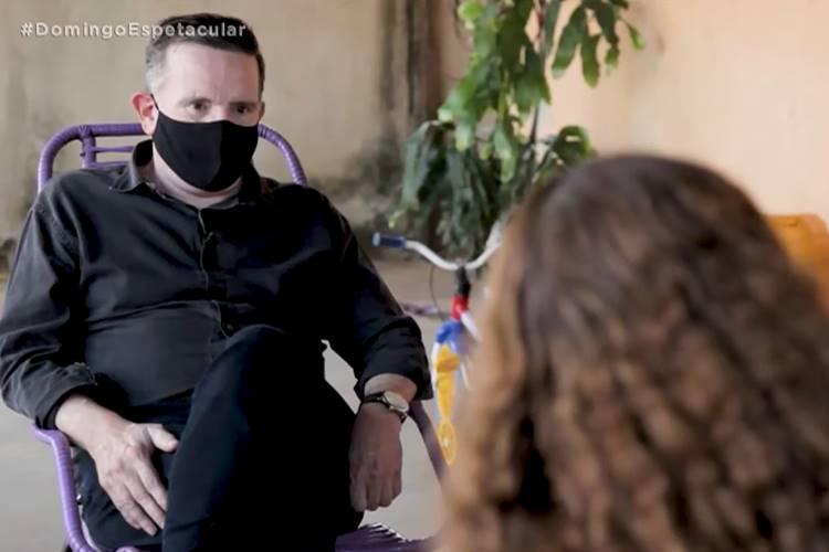 Roberto Cabrini entrevistando a esposa de Lázaro