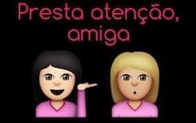 """Emoji de mulher com cabelos escuros ao lado de emoji de mulher com cabelos loiros. Acima dos emojis, a legenda """"presta atenção, amiga""""."""
