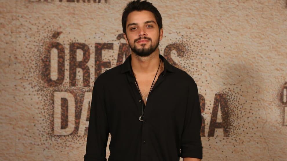 O ator Rodrigo Simas