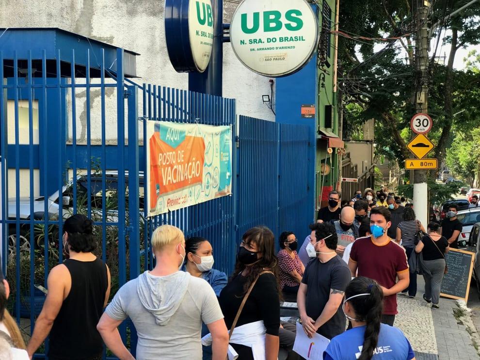 Fila para vacinação contra covid em São Paulo