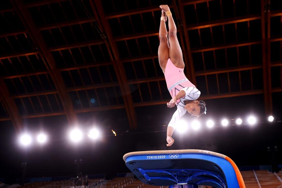 Rebeca pulando o equipamento durante a prova.