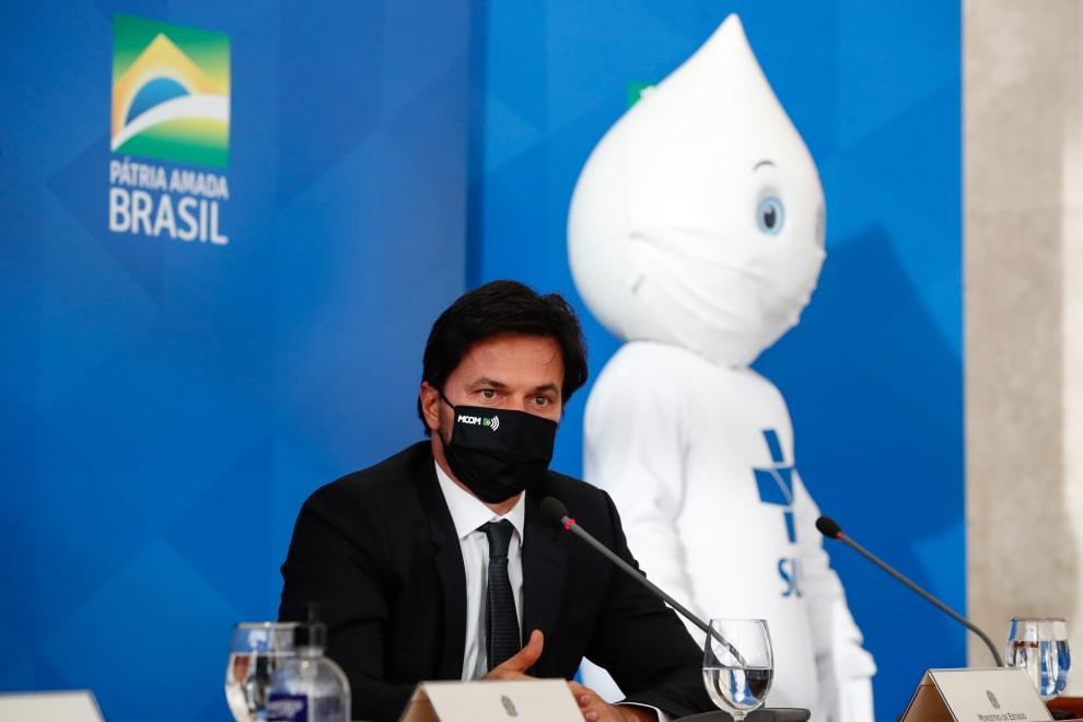 Zé Gotinha e o ministro Marcelo Queiroga