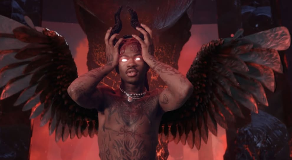 """Lil Nas no clipe de """"Montero""""."""