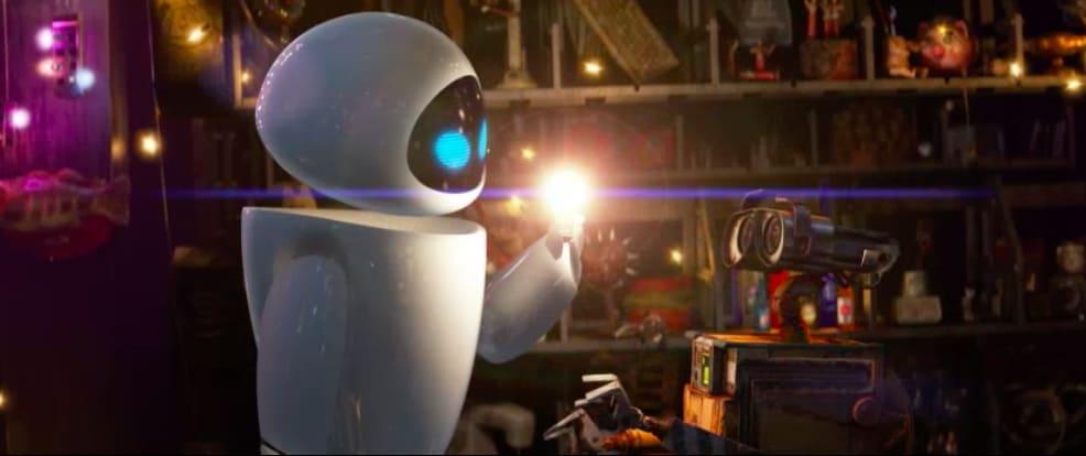 Eva segurando uma lâmpada acessa para Wall-E