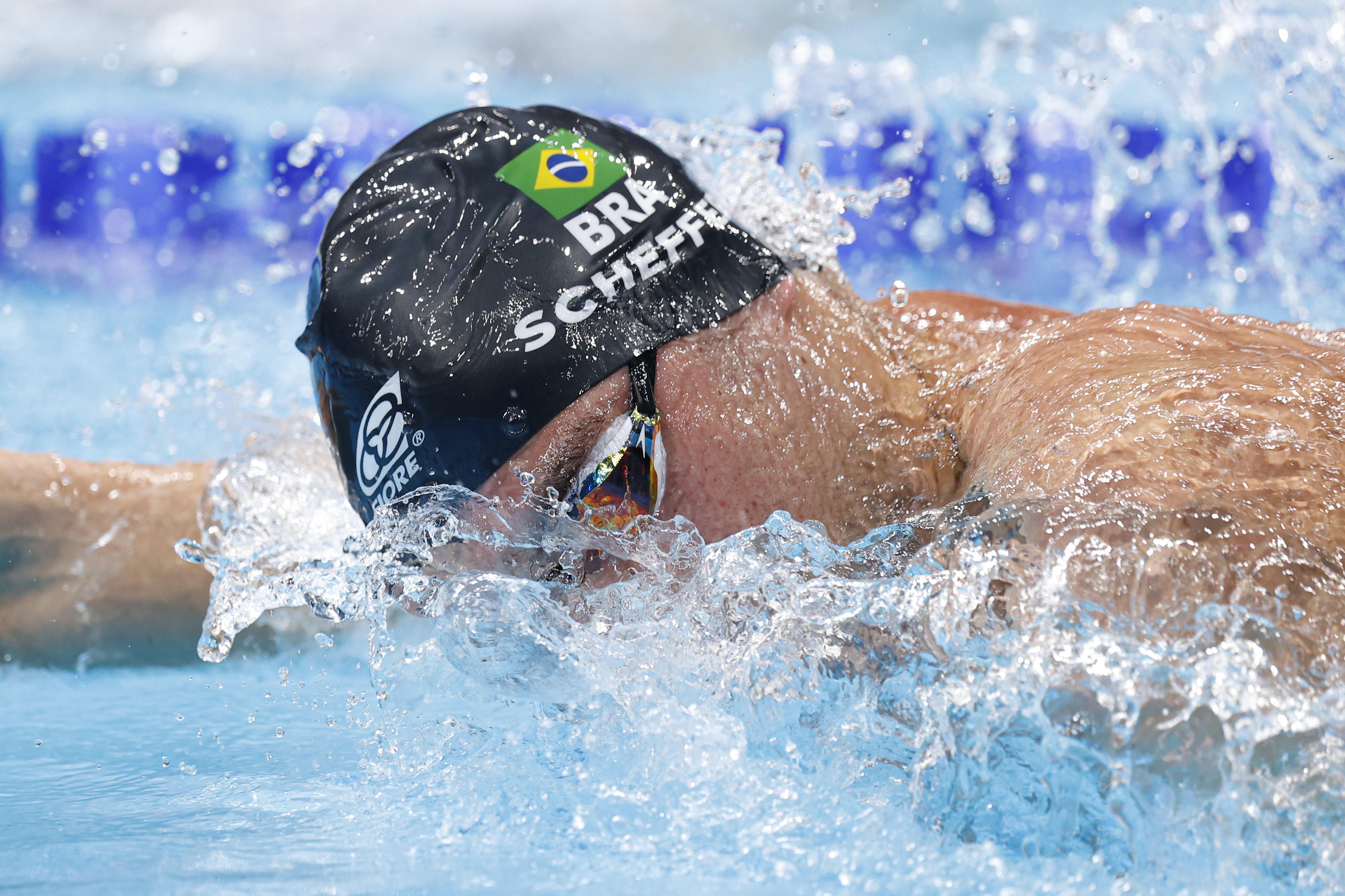 Fernando nadando.
