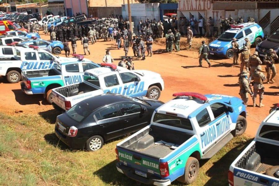 Carros de polícia em busca de Lázaro