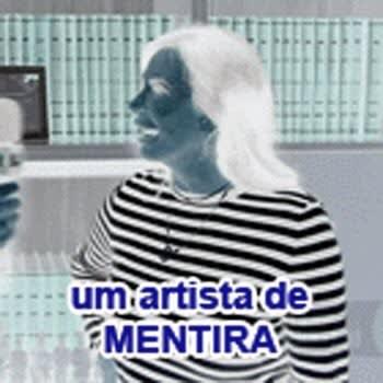 """Imagem da Gretchen com a legenda """"uma artista de mentira""""."""