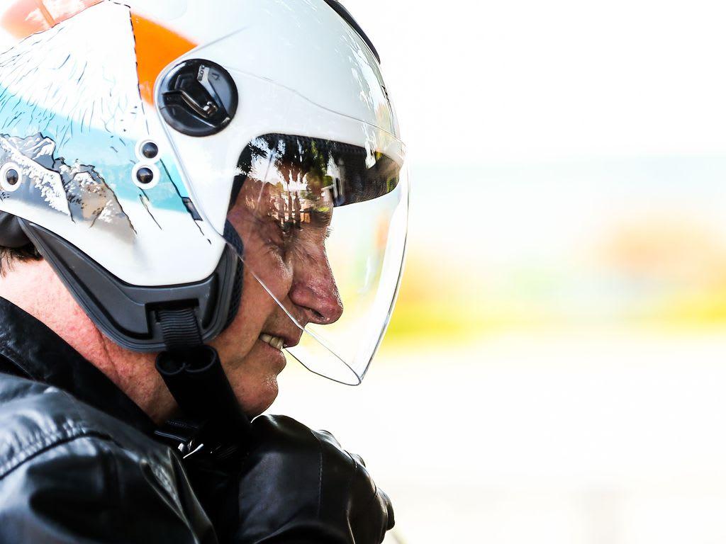 Bolsonaro de capacete