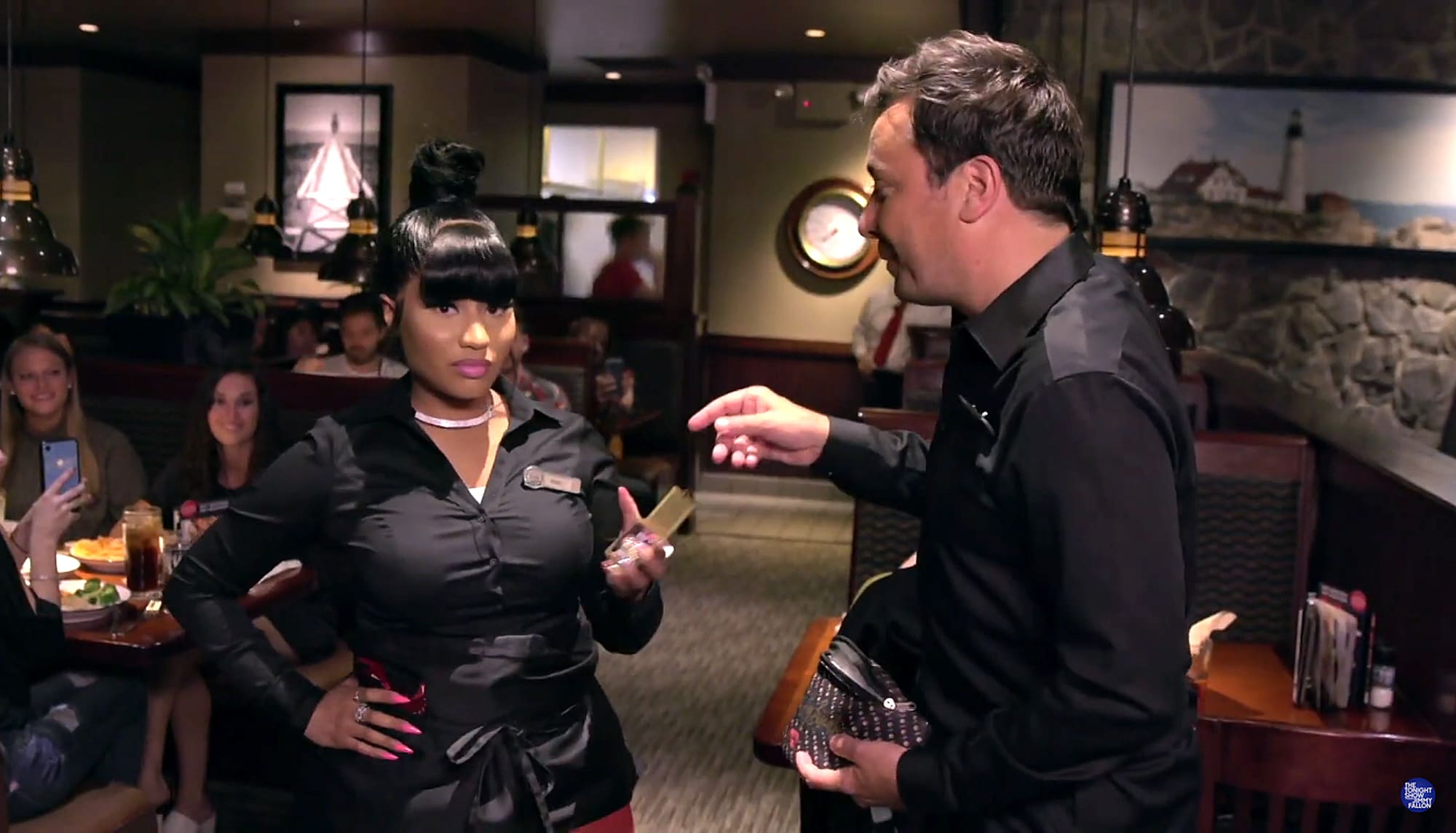 Nicki Minaj em uma esquete no programa de entrevistas do Jimmy Fallon no Red Lobster