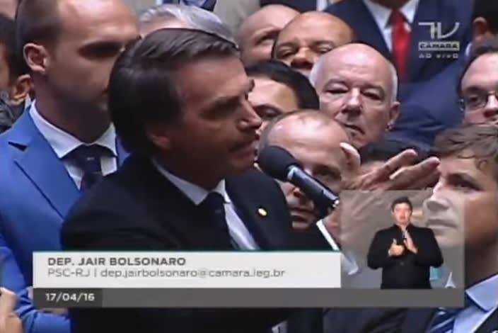 Bolsonaro homenageando Ustra na votação do impeachment.