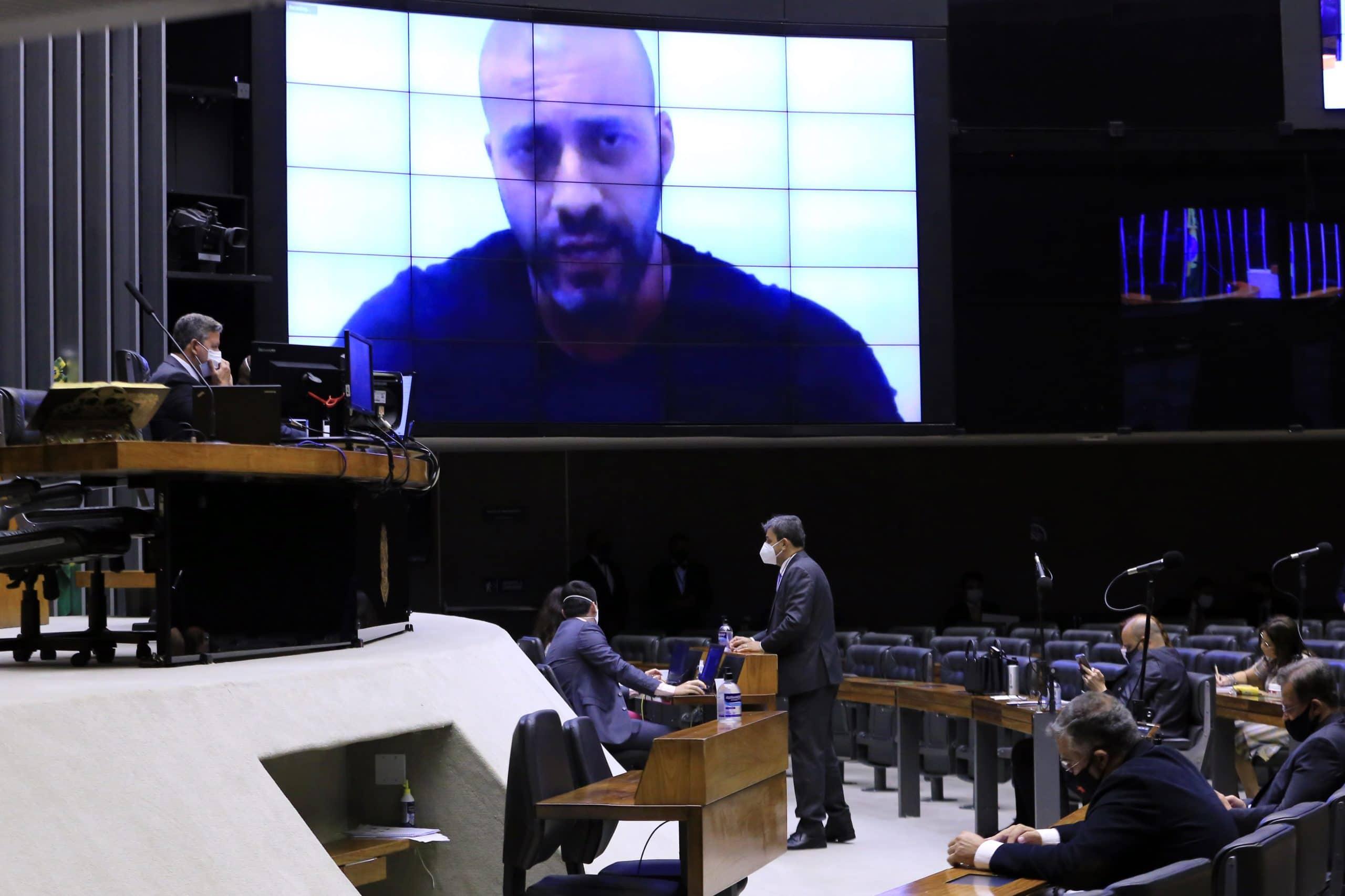 Daniel Silveira sendo exibido no telão da câmara