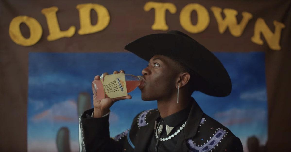 """Lil Nas no clipe de """"Old Town Road""""."""