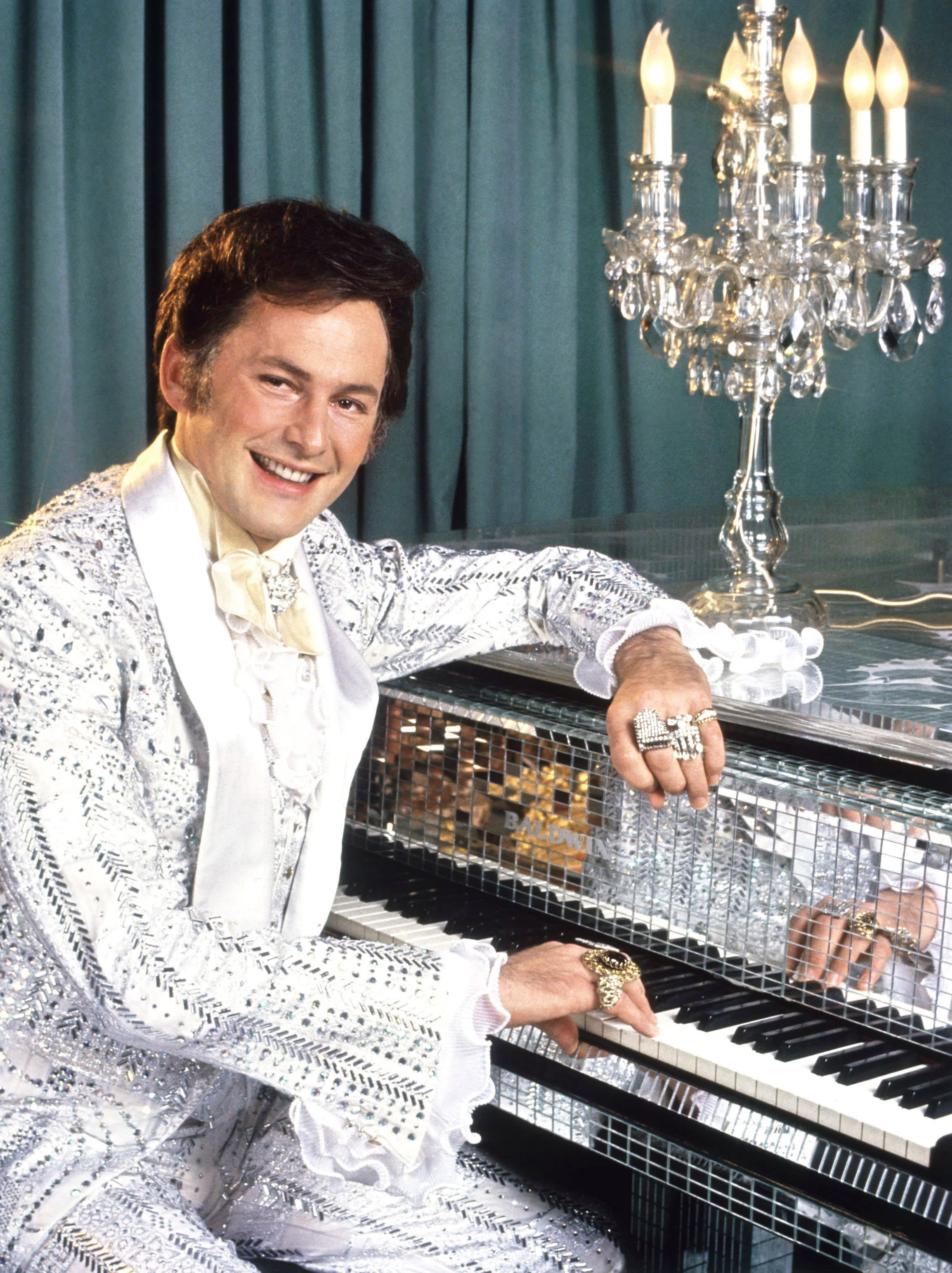 Victor as Liberace