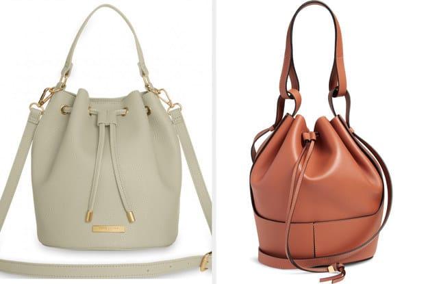 A bolsa da esquerda é fabricada a partir de couro vegan e tem um cordão enquanto a bolsa da direita é fabricada a partir de couro de bezerro, ela é mais refinada, porém tem um visual relaxado.