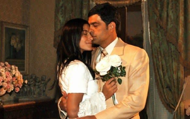 Imagem da atriz Priscila Fantin com o ator Eduardo Moscovis.