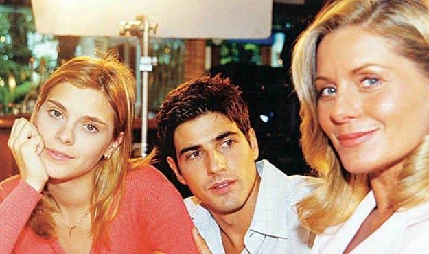 Imagem da Carolina Dieckmann junto com Reynaldo Gianecchini e Vera Fischer.